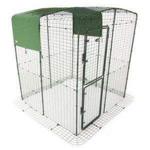 Det skoggrønne allværstrekket for Walk-in luftegårdene gir beskyttelse mot regn og vind, og gir skygge i sterk sol.